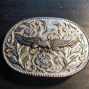 Silvertone belt buckle with eagle/flowers